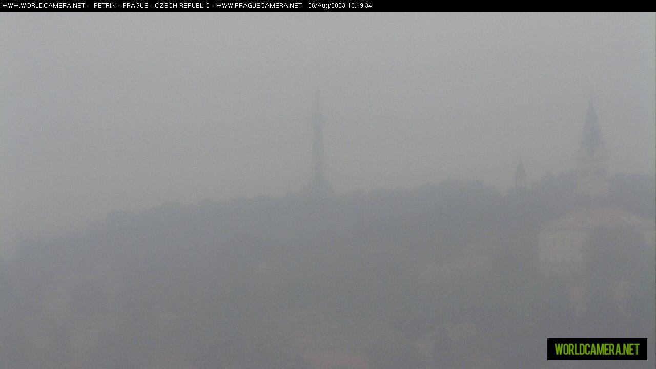 Webkamera v Praze směřující k Petřínské věži.